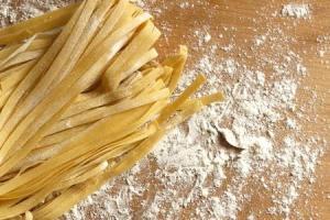 come-preparare-le-tagliatelle-ai-semi-di-papavero_5aff21860f537e4f8f104374fb50bc3a